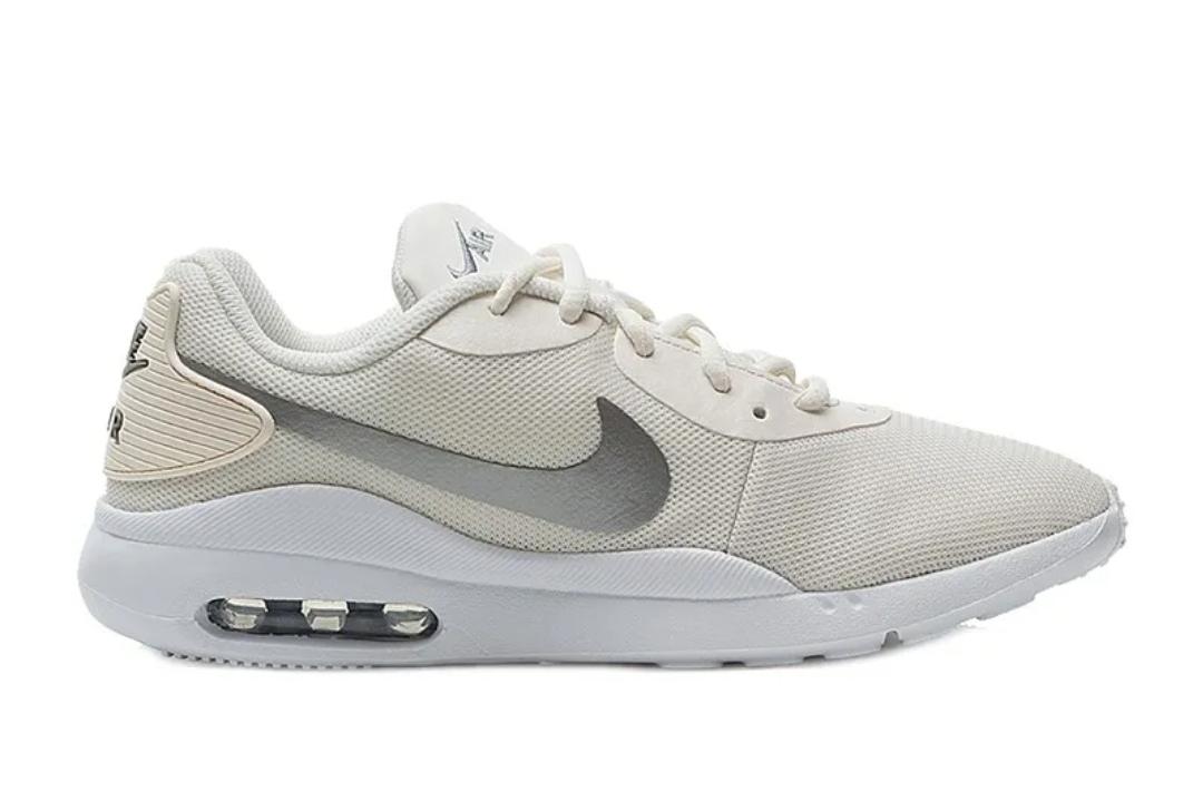 Кроссовки Nike WMNS AIR MAX OKETO фото 4